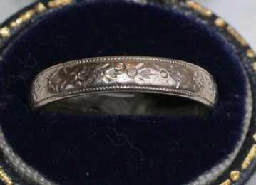 18ct White old Wedding Band