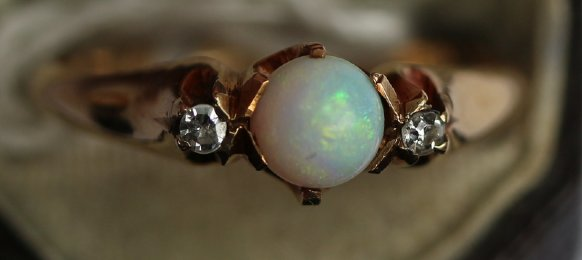 14ct gold,opal & diamond ring