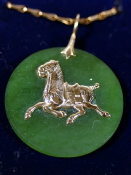 15ct Gold Horse on Green Hardstone  Pendant