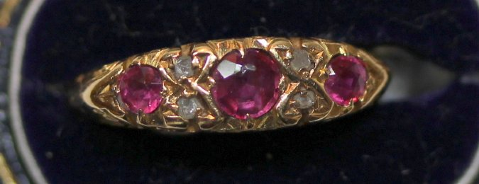 15ct gold,Ruby & diamond Ring