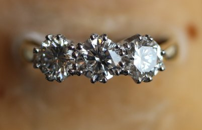 18ct, 3 stone diamond ring