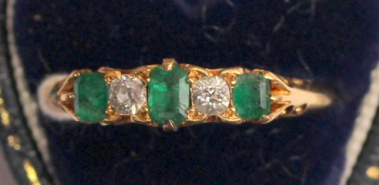 18ct Emerald & Diamond Ring