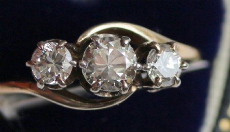 18ct Gold 3 Stone Diamond Ring