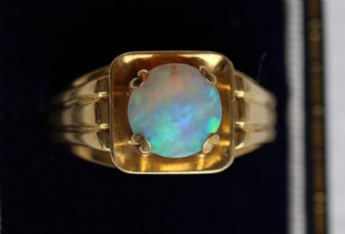 18ct Gold & Opal Ring