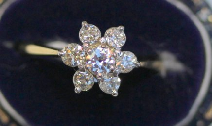 18Ct Gold Cluster Diamond Ring - SOLD