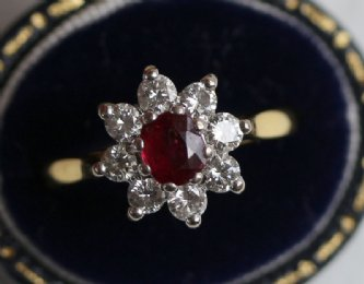 18ct gold, Diamond & Ruby Ring (marked boodes)