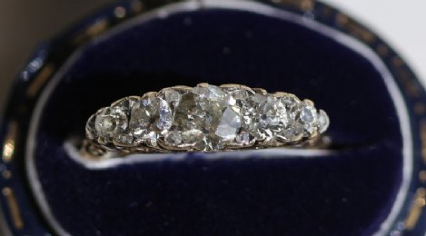 18ct Gold,5 stone diamond ring