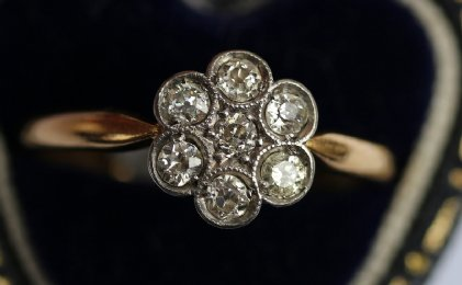 18ct gold,Flowerhead diamond Ring