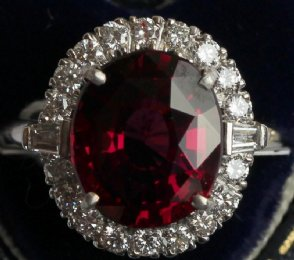 18ct gold,Garnet & Diamond Ring
