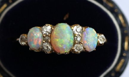 18ct Gold,Opal & Diamond Ring