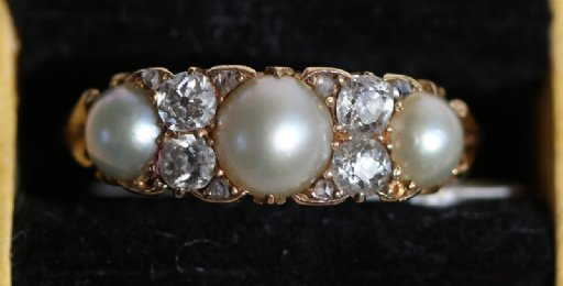 18ct Gold,Pearl & Diamond Ring