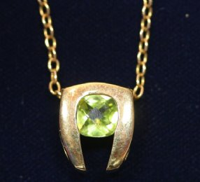 18ct Gold,Peridot Pendant & chain