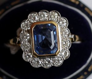 18ct Gold,Sapphire & Diamond Ring - SOLD