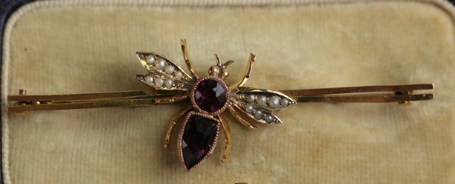 9ct Gold, Amethyst & seed Pearl Bee Brooch