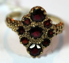 9ct Gold & Garnet Ring