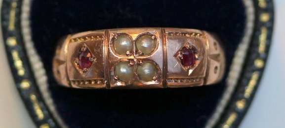 9ct Gold & Pearl Gem Set Ring