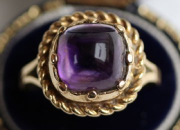 9ct Gold, Cabochon Amethyst Ring