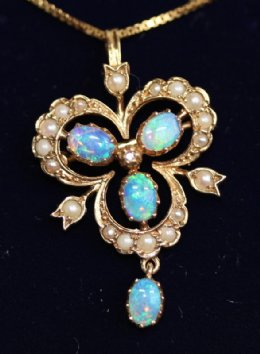 9ct Gold ,Opal & Pearl Pendant