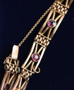 9ct Gold,Amethyst Set Bracelet