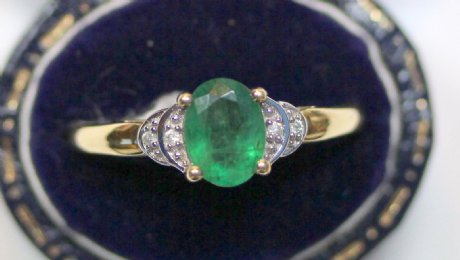 9ct Gold,Emerald & diamond Ring