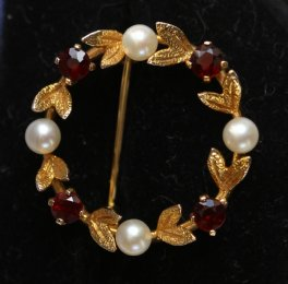 9ct Gold,Garnet & Pearl Brooch