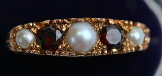 9ct Gold,Garnet & Pearl Ring