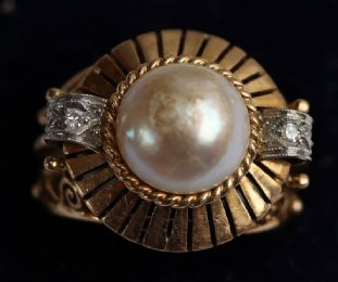 Bouton Pearl & Diamond Cocktail Ring