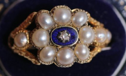Early 19th cent Gold, Pearl,Diamond & Enamel Ring