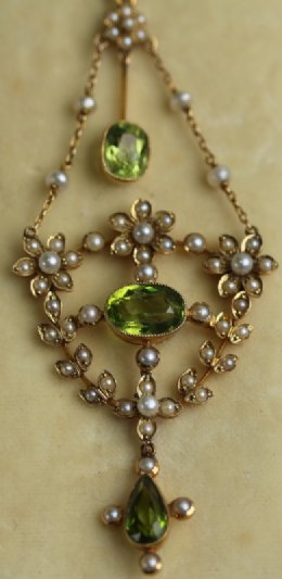 Early 20th cent Gold,Peridot & seed Pearl Pendant
