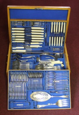 Boxed silver plated cutlery(12place setting)