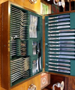 Silver Plated 8 Place Setting Canteen of Cutlery